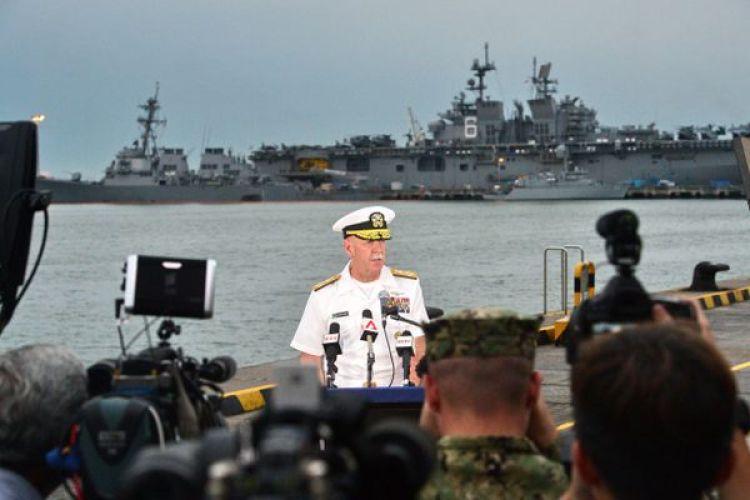 El almirante Scott Swift, comandante de la Flota del Pacífico de los Estados Unidos informa sobre la búsqueda de los 10 desaparecidos (AFP)