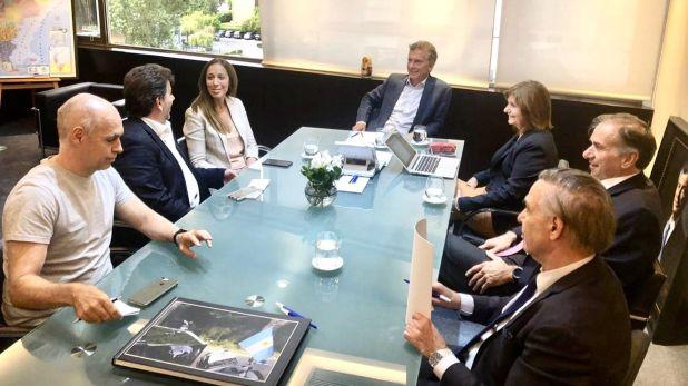 La cúpula partidaria del PRO, con Mauricio Macri a la cabeza, en la primera reunión de febrero