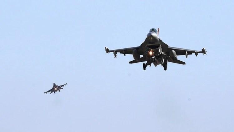 Otro clásico estadounidense toma parte de los ejercicios en Corea del Sur: el F-16 Falcon entrado en servicio en 1978. Sigue siendo muy utilizado también en fuerzas aéreas de otros países (Reuters)