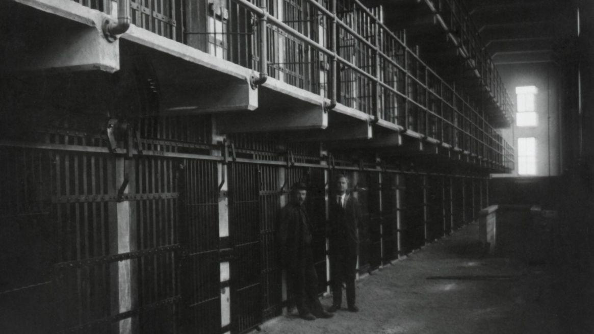 Las condiciones de vida eran casi inhumanas. Estaba restringido el contacto entre los prisioneros. Imperaba el silencio. Los guardias eran salvajes. Aplicaban castigos físicos y largas temporadas en los calabozos del fondo. Se los conocía como El agujero. Ahí, sin luz, desnudo y solo, el preso podía estar abandonado durante semanas (Everett/Shutterstock)