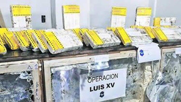 """Operativo """"Luis XV"""": cocaína for export cortada con desparasitante."""