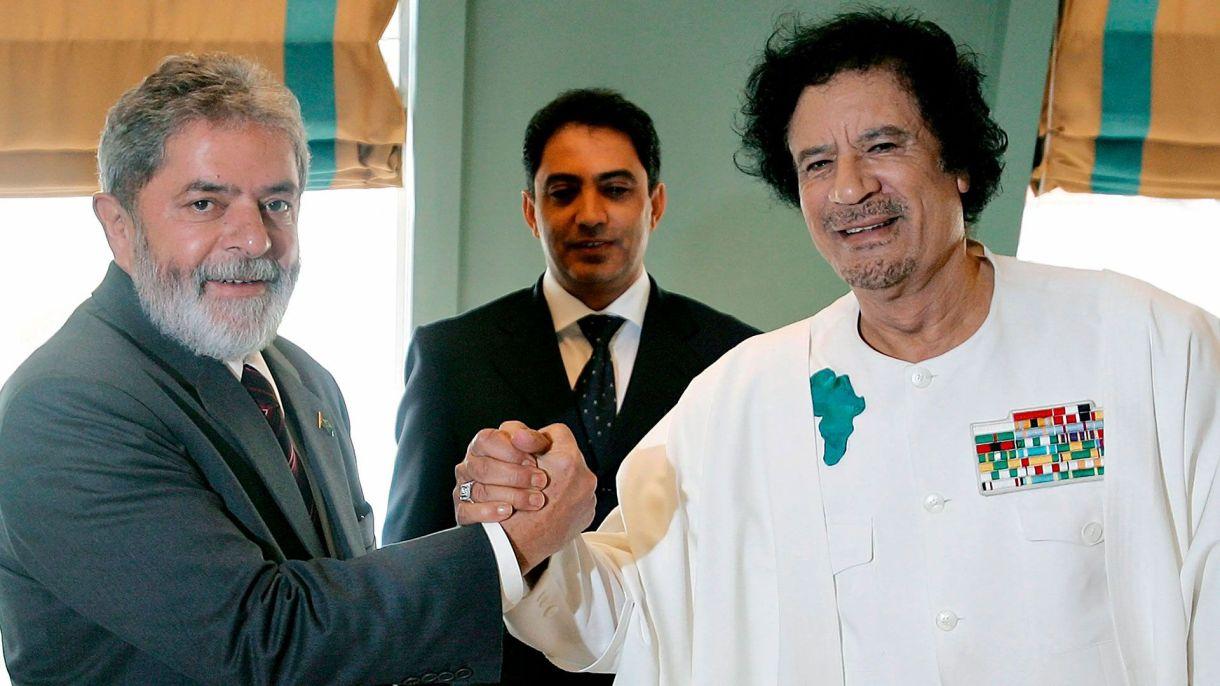 Lula y Gadafi en Abuya, capital de Nigeria, en2006 (REUTERS/Brazilian Presidency/Ricardo Stuckert/Handout)