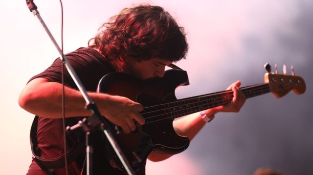Santiago Barrionuevo, bajista y cantante de El mató a un policía motorizado. La banda surgida en La Plata sigue conquistando a las grandes audiencias del rock local (Mario Sar)