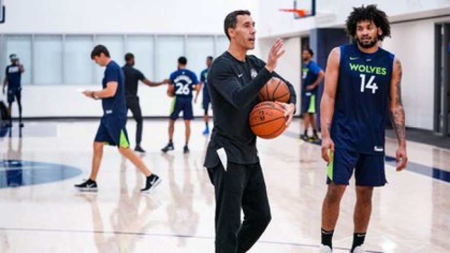 Prigioni is one of the technical assistants in Minnesota, another of Campazzo's possible NBA destinations (Cody Sharrett / Timberwolves)