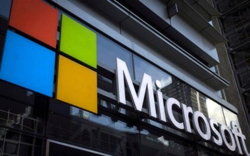 Логотип Microsoft в нью-йоркских офисах компании (REUTERS / Mike Segar / Archive)