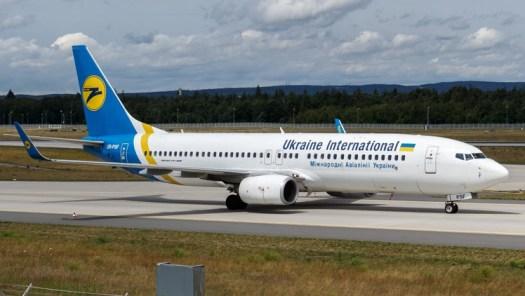 Un Boeing 737-800 de Ukraine International Airlines en el aeropuerto de Frankfurt (Wikimedia Commons)