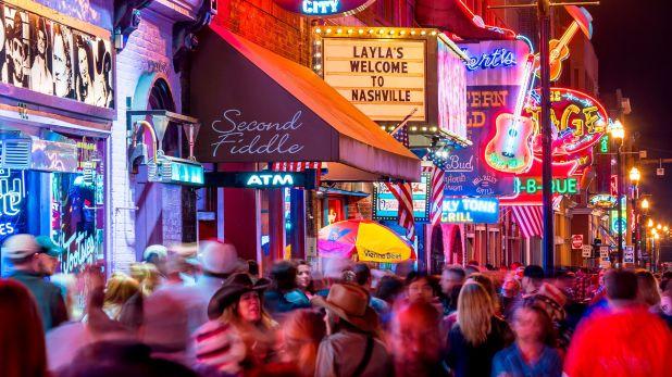 El festival de música country, CMA Fest, se celebra en su tierra natal: Nashville. Este evento anual reúne a las estrellas del país del pasado y del presente para animar a un mar de fanáticos (Shutterstock)