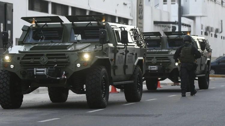 La pareja llegó a Comodoro Py fuertemente escoltados por camiones blindados