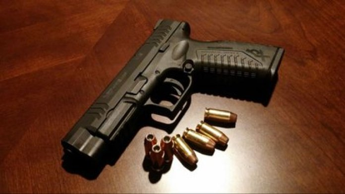 Las jóvenes son entrenadas en el manejo de armas y en otras tareas del narco (Foto: Archivo)
