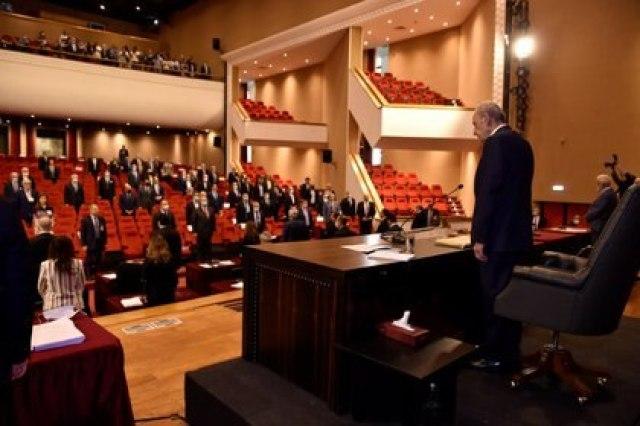 El Parlamento libanés deberá elegir un nuevo Gobierno tras la dimisión de Diab y sus ministros (Lebanese Parliament/Handout via REUTERS)