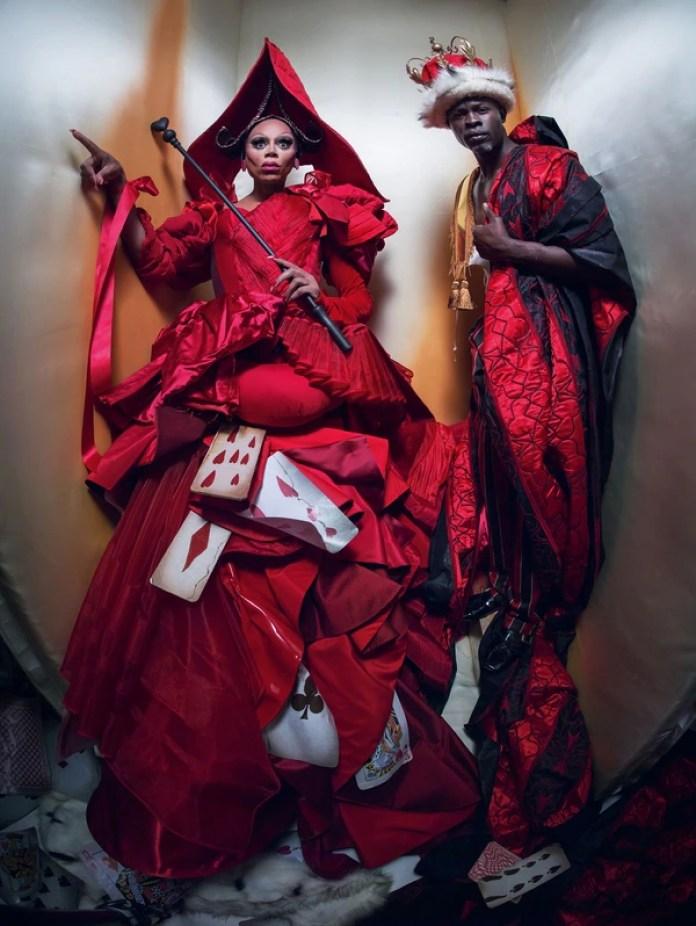 El actor y cantautor RuPaul como una Reina de Corazones clásica. A la derecha, el actor Djimon Hounsou, el Rey de Corazones de la versión Walker para Pirelli (Gentileza Pirelli)