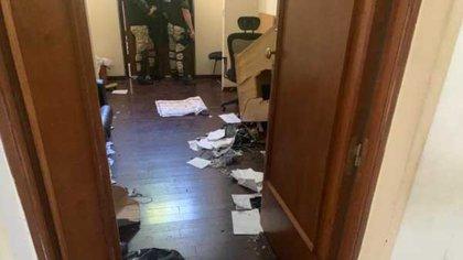 Los activistas destrozaron varias dependencias oficiales además del despacho del gobernador
