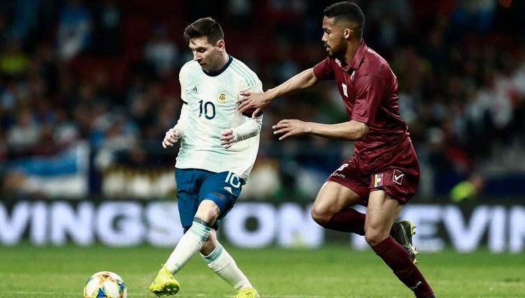 El capitán argentino también hizo hincapié en las críticas que recibió por no jugar el segundo amistoso ante Marruecos (Photo by BENJAMIN CREMEL / AFP)