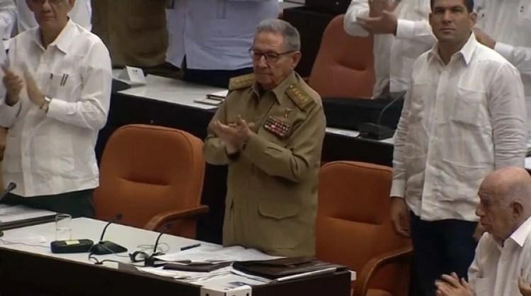 Raúl Castro en la asamblea