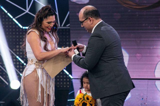 Lady Guillén recibe propuesta de matrimonio del padre de su hija. (Foto: América TV)