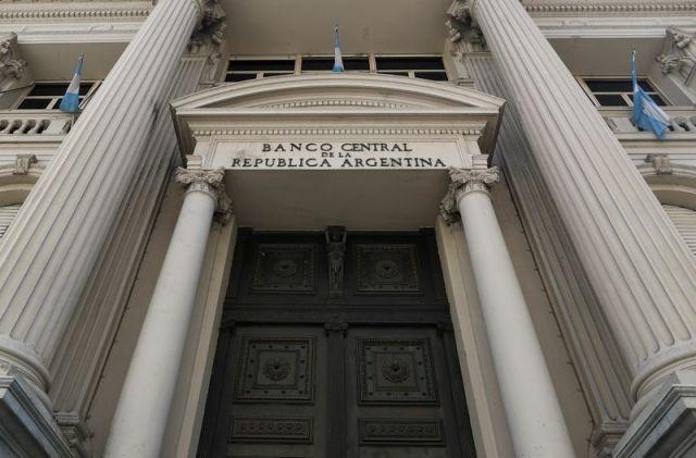 Con la bancarización inducida por el Banco Central se podría decuplicar el crédito bancario para financiar las grandes carencias sociales, generando el pleno empleo con un crecimiento del PBI del 10% anual (Reuters)