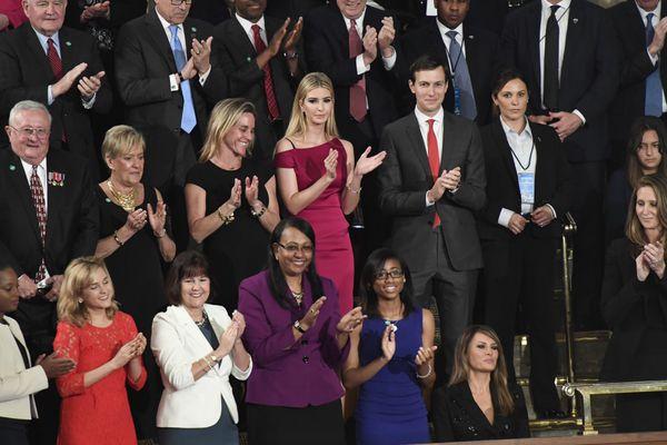 Ivanka Trump, Jared Kusher y Milania Trump durante el discurso de Trump