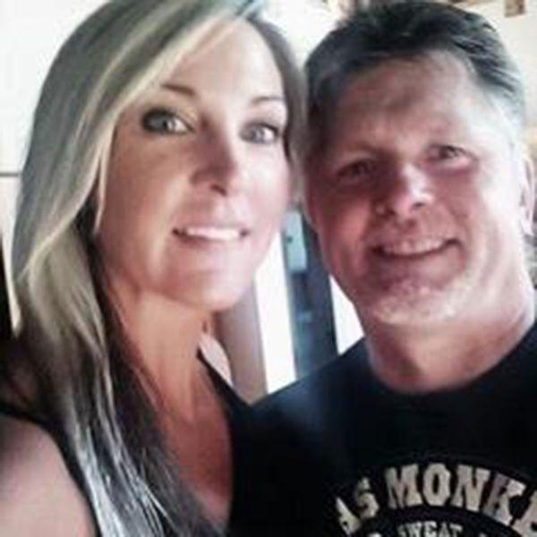 Lajiness asegura estar completamente enamorada de su marido. Ahora enfrenta cargos por haber abusado sexualmente de un menor de 14 años (Facebook)