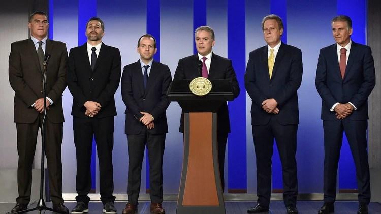 Los máximos representantes del fútbol y el deporte junto a Iván Duque, presidente de Colombia (AFP)
