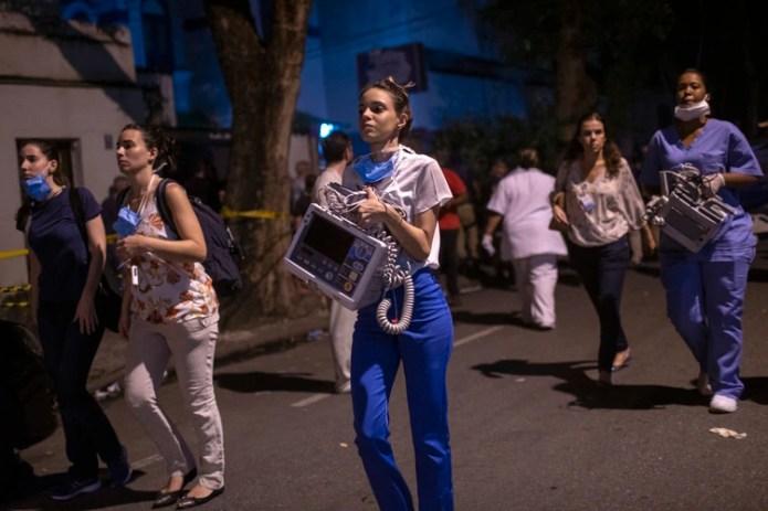 Personal del hospital colaboró (MAURO PIMENTEL / AFP)
