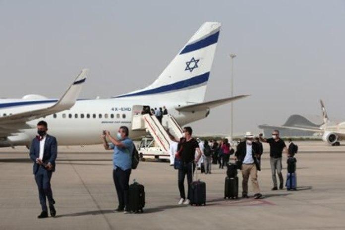 La delegación tras el aterrizaje en Abu Dhabi (Reuters)