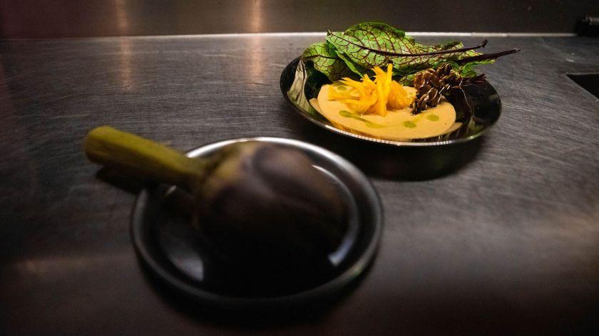 """""""El Dabbang es un lugar simple, sin pretensiones superficiales, enfocado en la comida, distendido y apto para todo público"""", reveló el cocinero a Infobae"""
