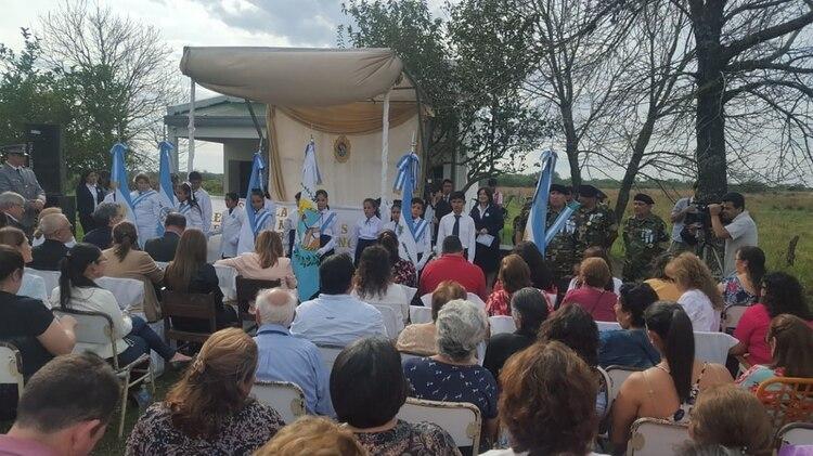 El acto en la Escuela 784 de Arroyo Pontón, bautizada con el nombre del héroe de Malvinas