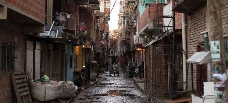 El 25 por ciento de los chicos habita en viviendas precarias (Adrián Escandar)