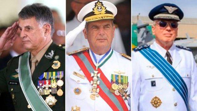Edson Pujol, Ilques Barbosa Junior y Antonio Carlos Moretti Bermúdez, la cúpula de la Fuerza Armada brasileña que renunció