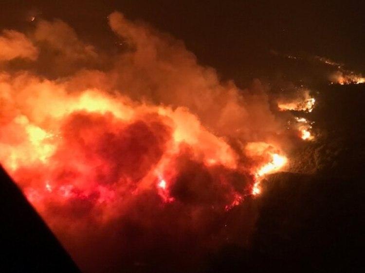 El fuego visto desde el aire cerca de Atlas Road, Napa (Reuters)