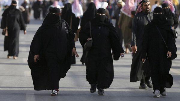 Las mujeres tenían prohibido conducir automóviles en Arabia Saudita