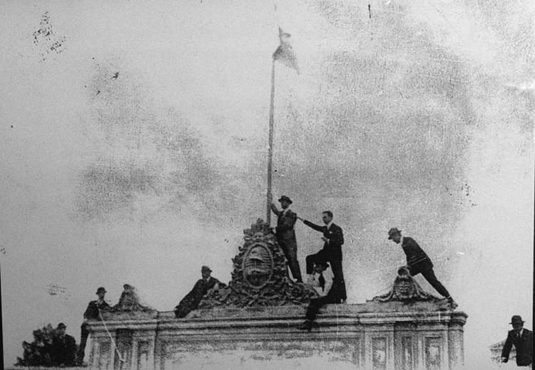 En la córdoba d ela Reforma Universitaria surgió un personaje desopilante que planteaba utopías anarquistas: Enrique Badessich, el diputado Bromosódico.