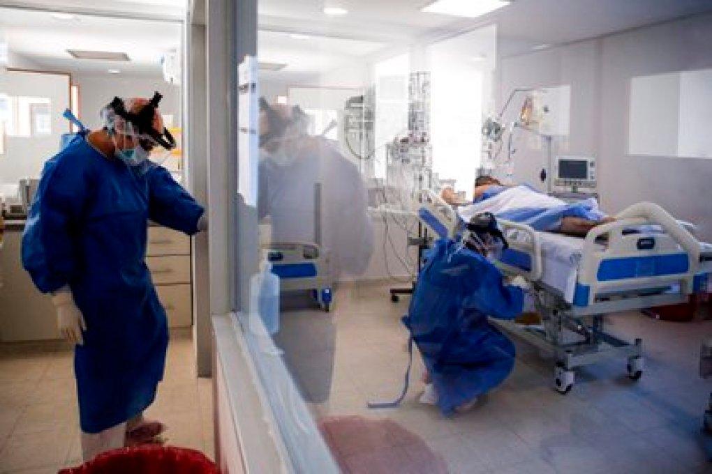 En el escrito, el especialista no está analizando números de infectados, positivos, recuperados o asintomáticos, ni camas de unidades de terapia intensiva o de personal de salud (EFE/Juan Ignacio Roncoroni/Archivo)