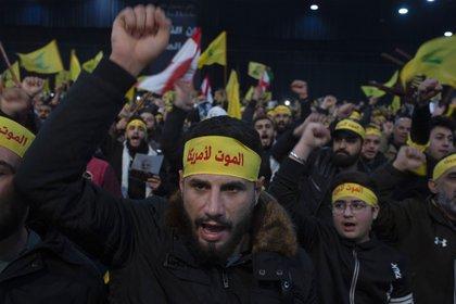Milicianos del partido político militar Hezbollah durante una reciente manifestación en el sur del Líbano. (AP Foto/Maya Alleruzzo, Archivo)