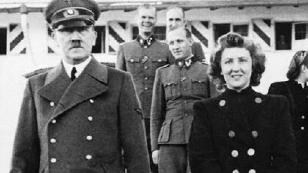 Hitler y Eva Braun en una de las pocas apariciones públicas juntos. El líder nazi siempre la ocultó