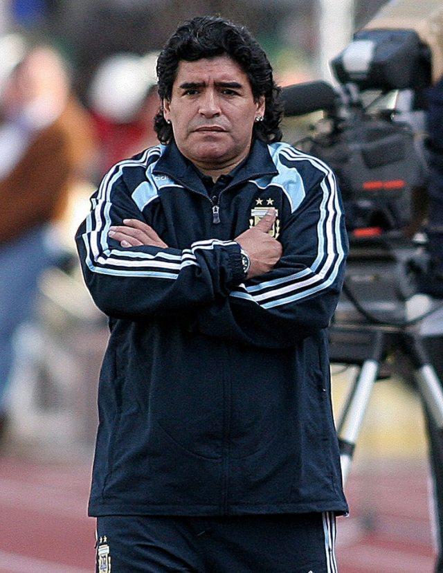 El gesto de Maradona en Bolivia lo dice todo: su equipo protagonizó una de las peores derrotas en la historia de la Selección (Foto Baires)