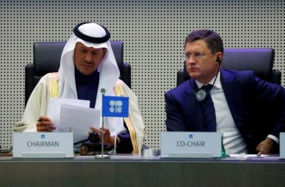 El ministro de Energía saudita, el príncipe Abdulaziz bin Salman Al-Saud, y su homólogo ruso, Alexander Novak, en una cumbre de la OPEP y asociados en Austria (Reuters)