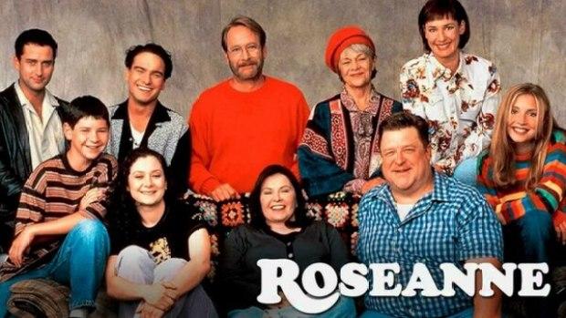 Roseanne: una familia de clase obrera usa la risa para hacer frente a la vida. Su primer episodio fue el18 de octubre de 1988