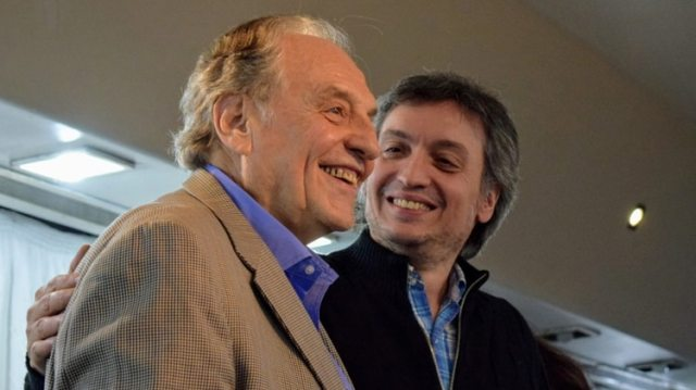 Carlos Heller, presidente de la Comisión de Presupuesto, junto a Máximo Kirchner