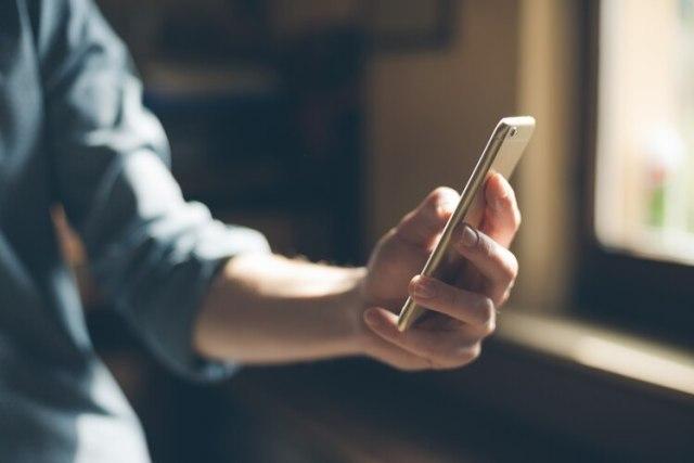 Los cibernautas pasan demasiado tiempo en el teléfono (Foto: Archivo)