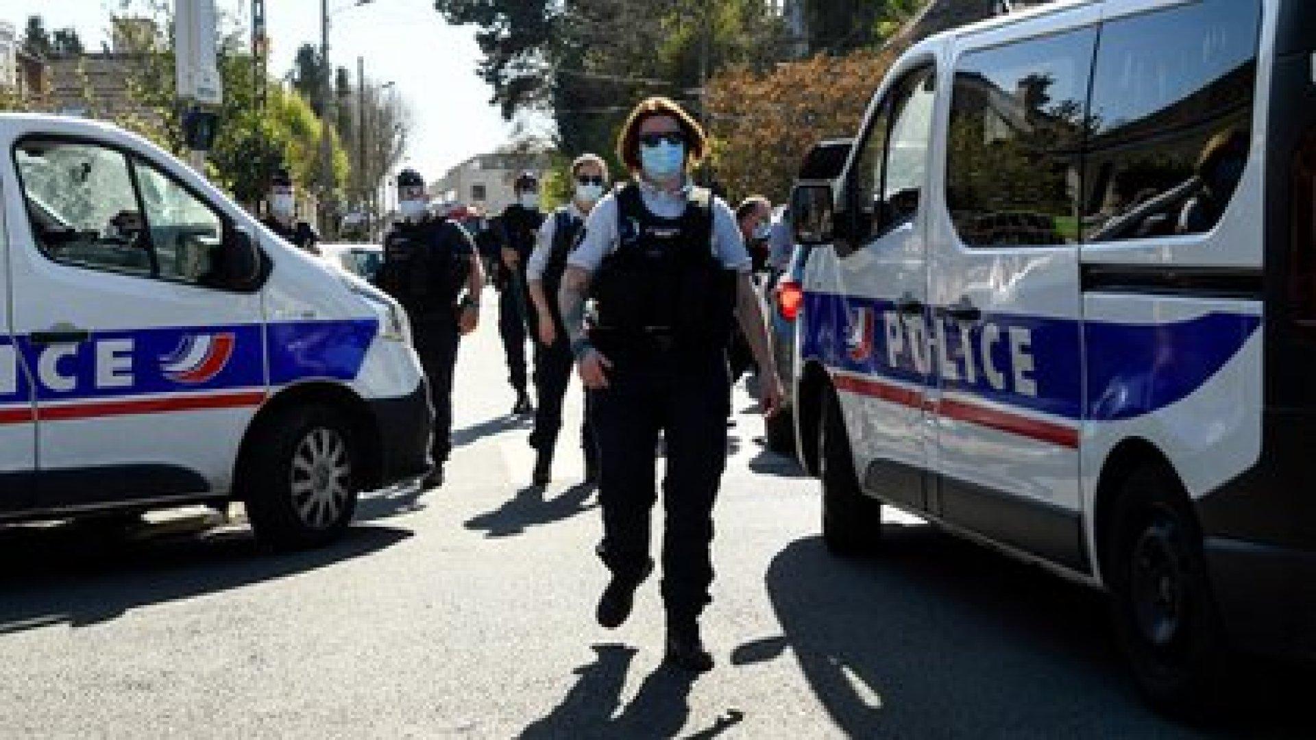 El ataque tuvo lugar hacia las 14:20 (12:20 GMT) en la entrada de la comisaría de esta ciudad de 26.000 habitantes (AFP)