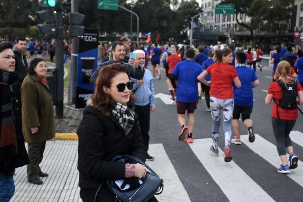 La media maratón fue una atracción para muchas personas que paseaban por la zona