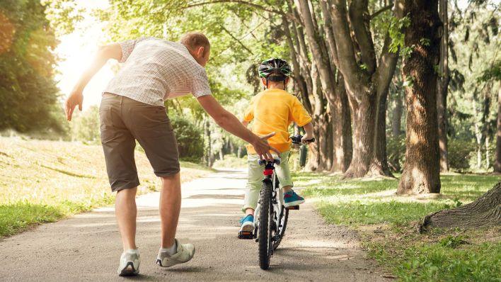 Para muchos hombres la paternidad era un beso por la noche o salir a andar en bici un domingo (Shutterstock)