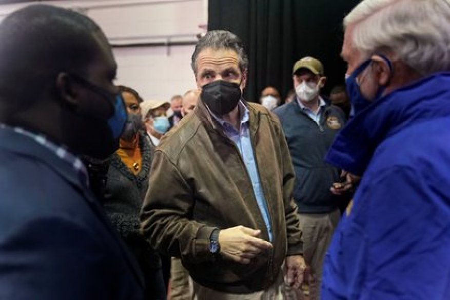 The governor of New York also faces accusations of covering up deaths in nursing homes due to Coronavirus, in order to avoid a federal investigation.  Seth Wenig / Pool via REUTERS