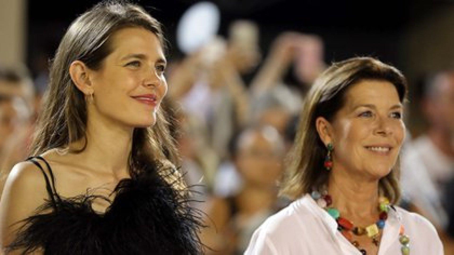 Charlotte Casiraghi y su madre, la princesa Carolina de Mónaco (AFP)