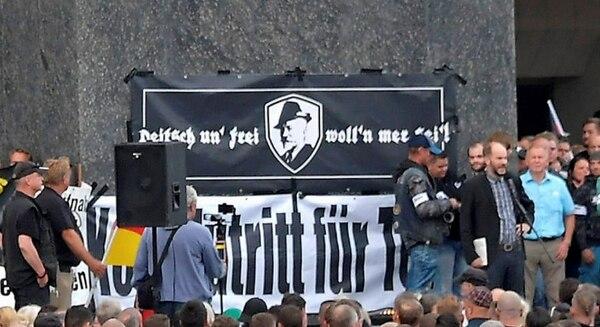 """Una constante en estas manifestaciones: la referencia al poeta folclórico Anton Günther. """"¡Alemanes y libres seremos!"""", dice la letra de una de sus canciones más famosas"""