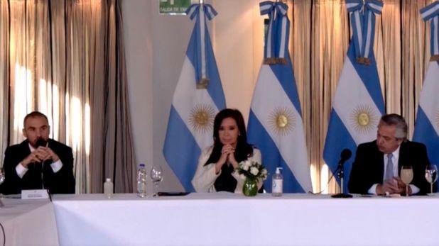 El ministro de Economía, Martín Guzmán, junto a la vicepresidenta Cristina Fernández de Kirchner y el presidente Alberto Fernández durante el anuncio de la propuesta de reestructuración de deuda