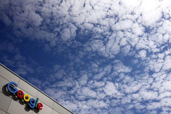 FOTO DE ARCHIVO: Un logo de Google se ve en un edificio de oficinas en Zurich, Suiza, el 1 de julio de 2020. REUTERS/Arnd Wiegmann