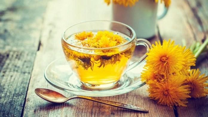 El té de manzanilla es excelente para mejorar la digestión después de una comida (iStock)