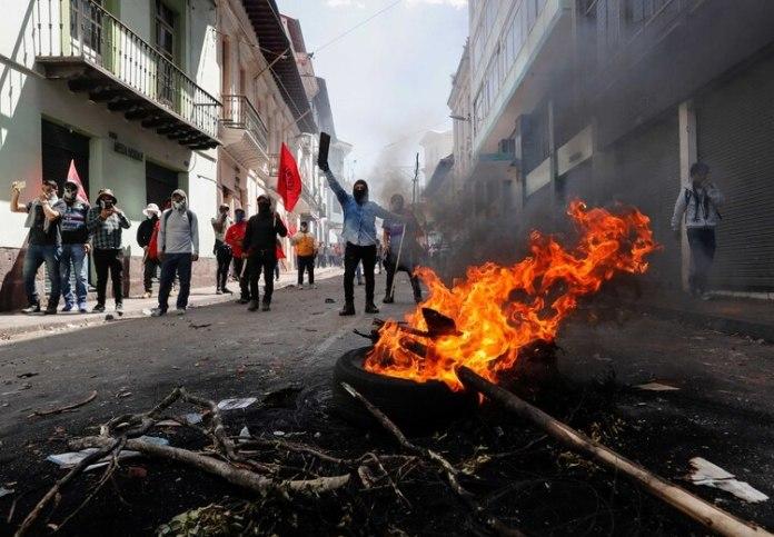 Los manifestantes cortan calles y vías en distintas ciudades (Reuters)